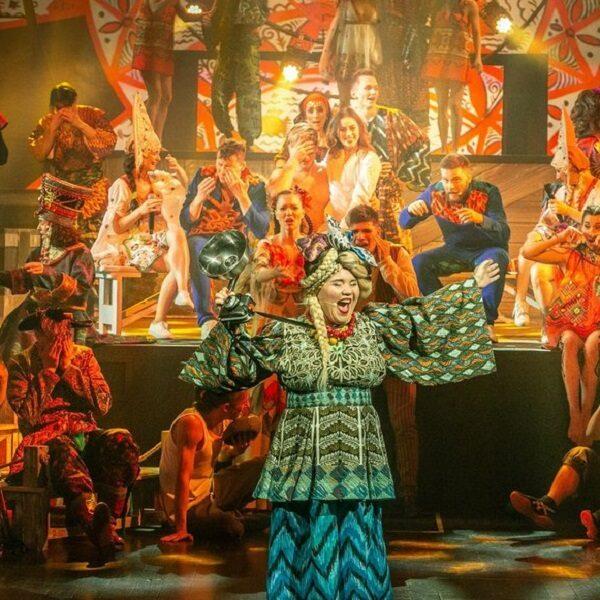 Балаган-шоу «Жили-были» в «Ленинград Центре»