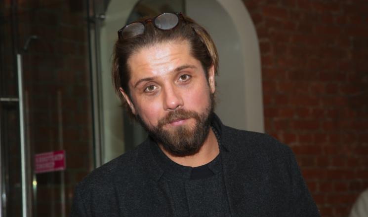 Смерть близких и неравный брак: что случилось с актером Романом Маякиным