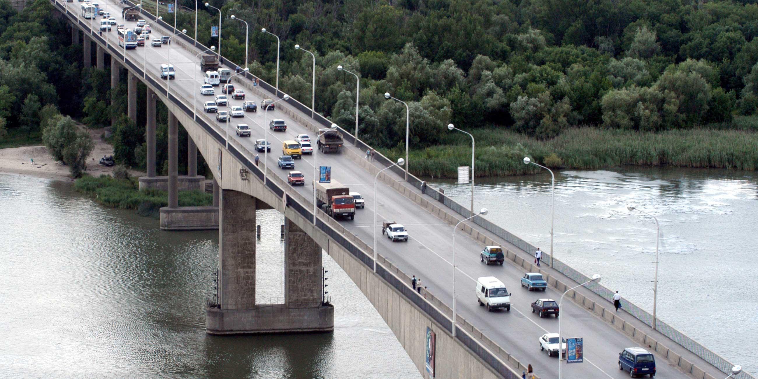 Говорят, Ворошиловский мост соединяет Европу и АзиюФото: globallookpress.com