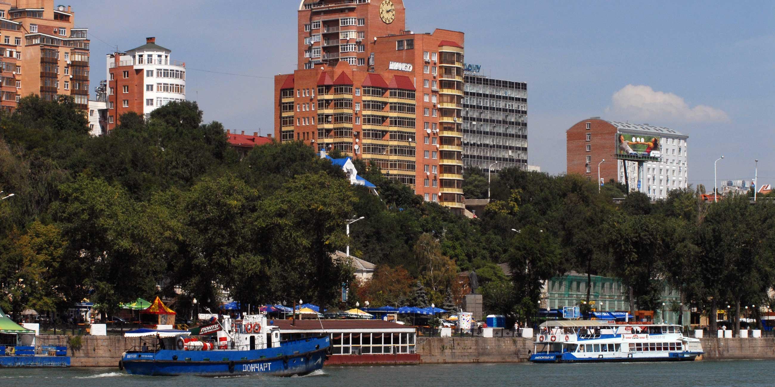 Летом на набережной работают десятки кафе и детских аттракционовФото: globallookpress.com
