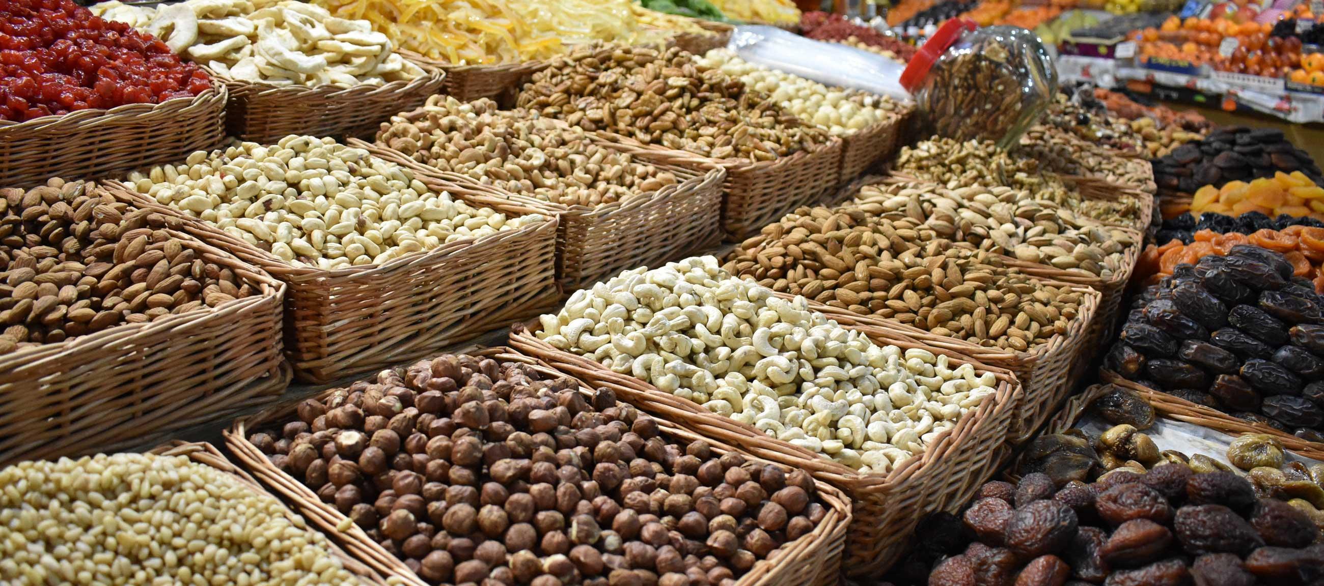 На адлерском рынке вы найдете большой выбор орехов и специй.Фото: pixabey.com