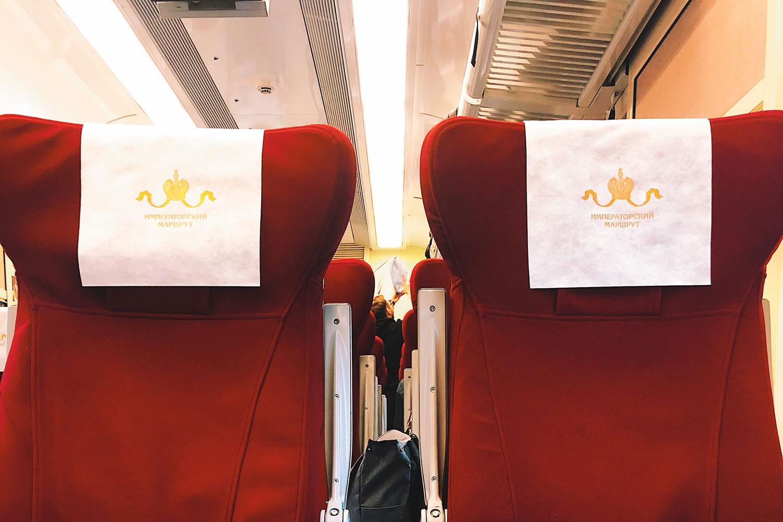 сидения в вагоне поезда