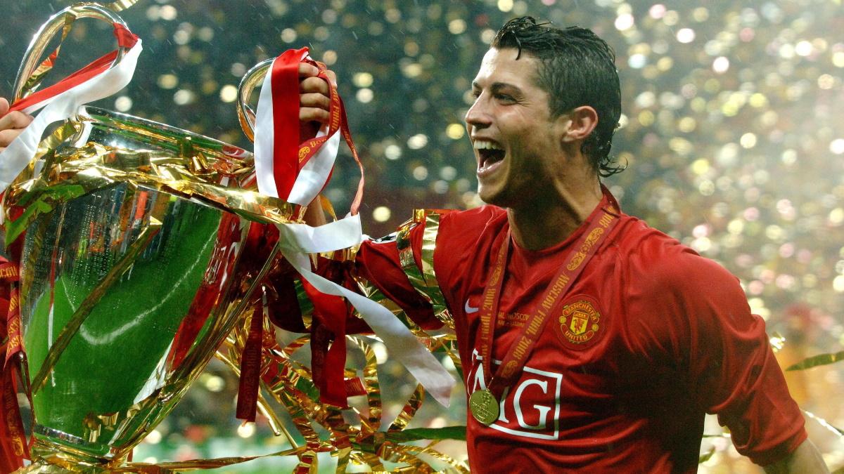 Криштиану Роналду с победным Кубком Лиги Чемпионов-2008, финал которого прошел в