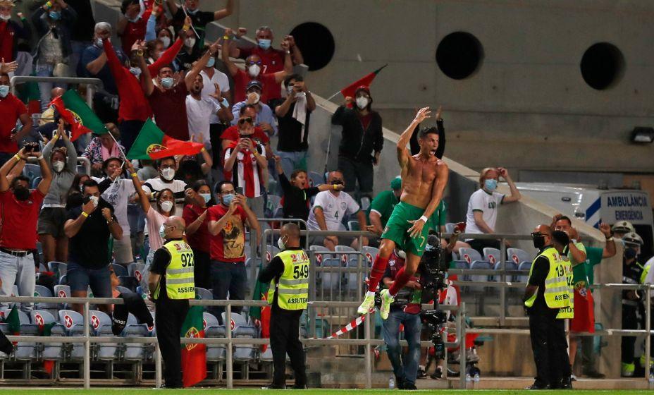 Роналду празднует свой мировой рекорд - 111 голов за сборную! Фото: Reuters