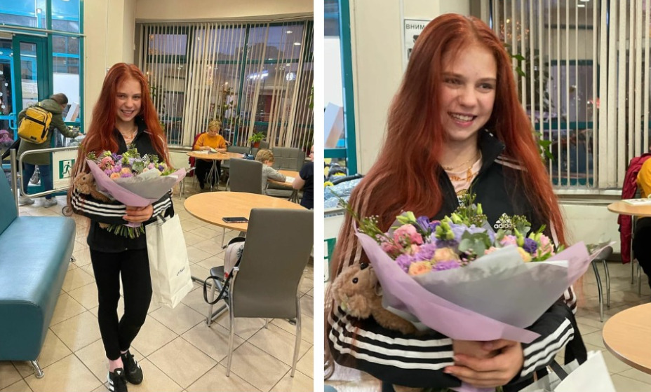 Александра  Трусова встретилась с фанатами, которые преподнесли ей подарок. Фото: Инстаграм TeamTrusova