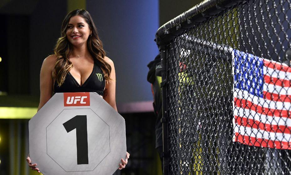 Полногрудые и длинноногие девушки активно использовались для рекламы боев UFC. Фото: Global Look Press